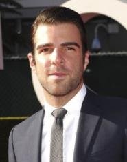 Zachary Quinto braque un restaurant à Los Angeles